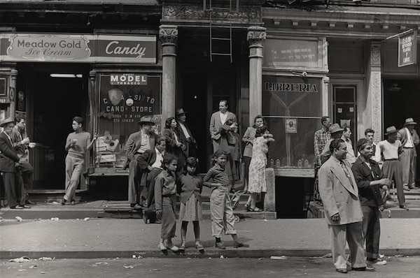 Post-War East Harlem Photographed By Leo Goldstein