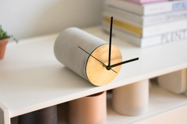 Self-Balancing Shelf Clock