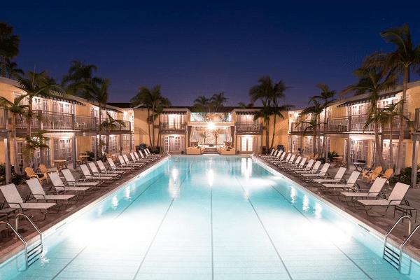 Lafayette Hotel Swim Club & Bungalows, San Diego
