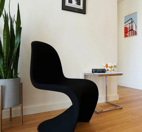 SUPERVOID Black S-Chair
