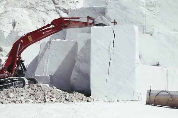 """Il Capo"", A Striking Look At Marble Quarrying In The Italian Alps"