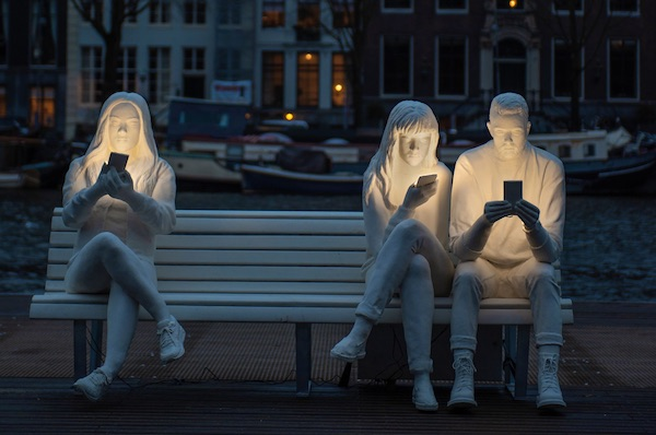 New Light Sculpture Highlights Our Obsession With Staring At Screens